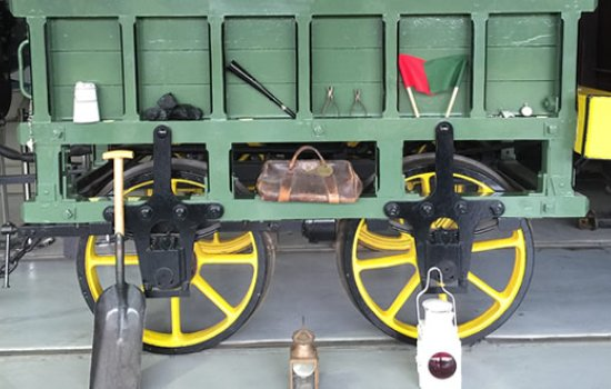 Railway carriage and objects used in a learning workshop