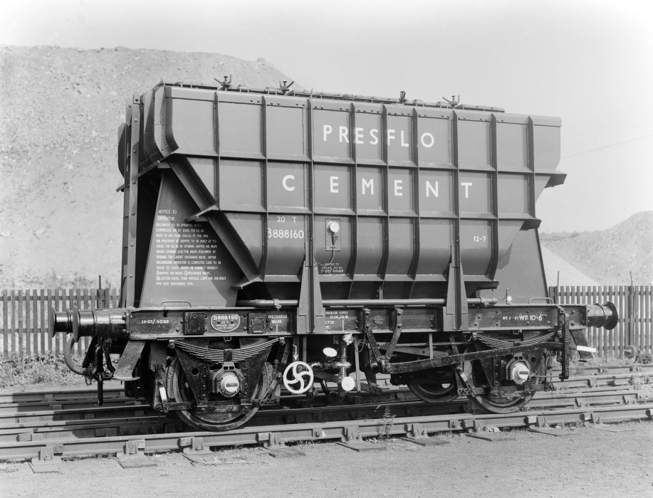 Presflo cement wagon