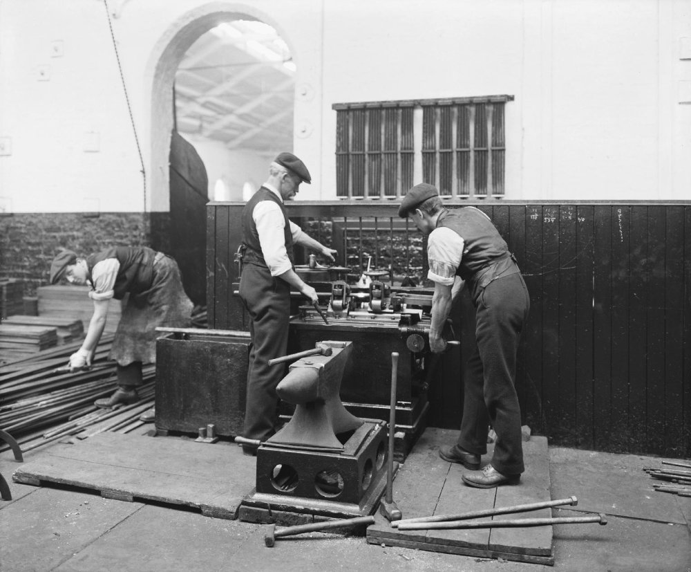 Photograph of workers in the welding shop, Crewe, 1913